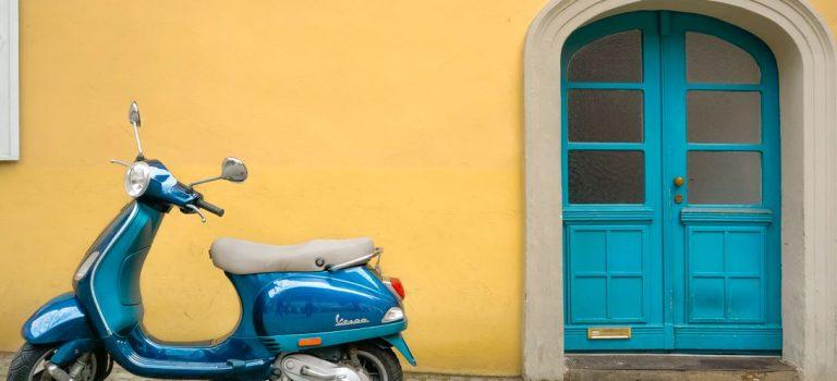 Assurance scooter : où la coller, combien ça coûte…