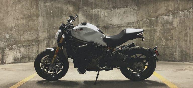 Conseils pour rouler en moto en toute sécurité pendant une tempête