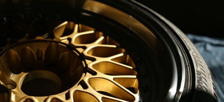Pneu Bridgestone ou Pirelli, quelles sont les différences ?